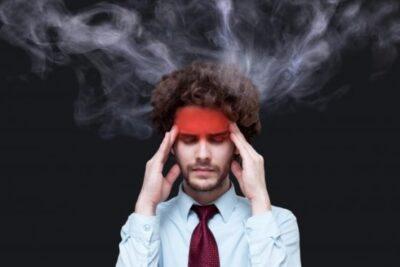 夜中に目がさめると体が熱いのはなぜ?原因は色々あります