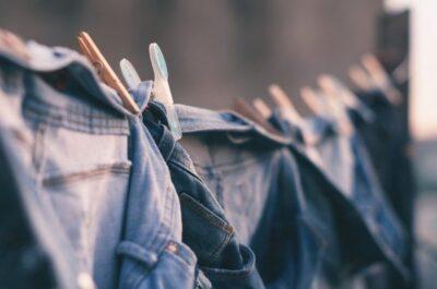 綿100%のデニムは伸ばす前に縮ませないように洗う